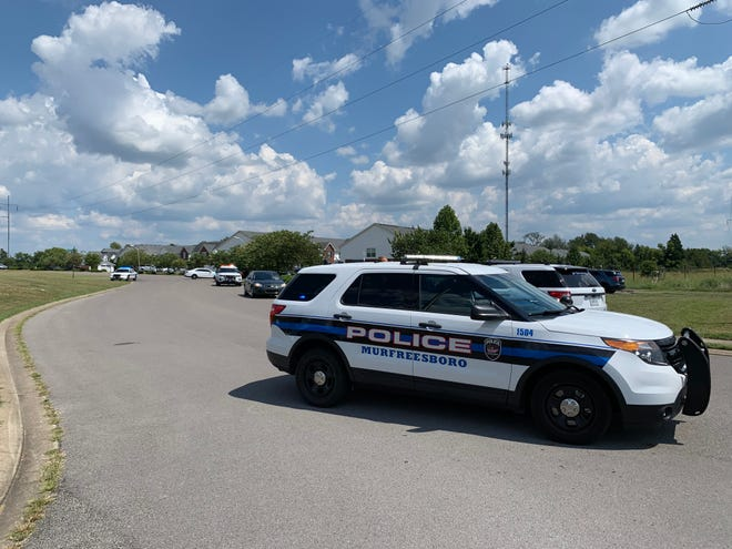 Murfreesboro police responded to a shooting that left  one man dead  and another injured in  Murfreesboro.