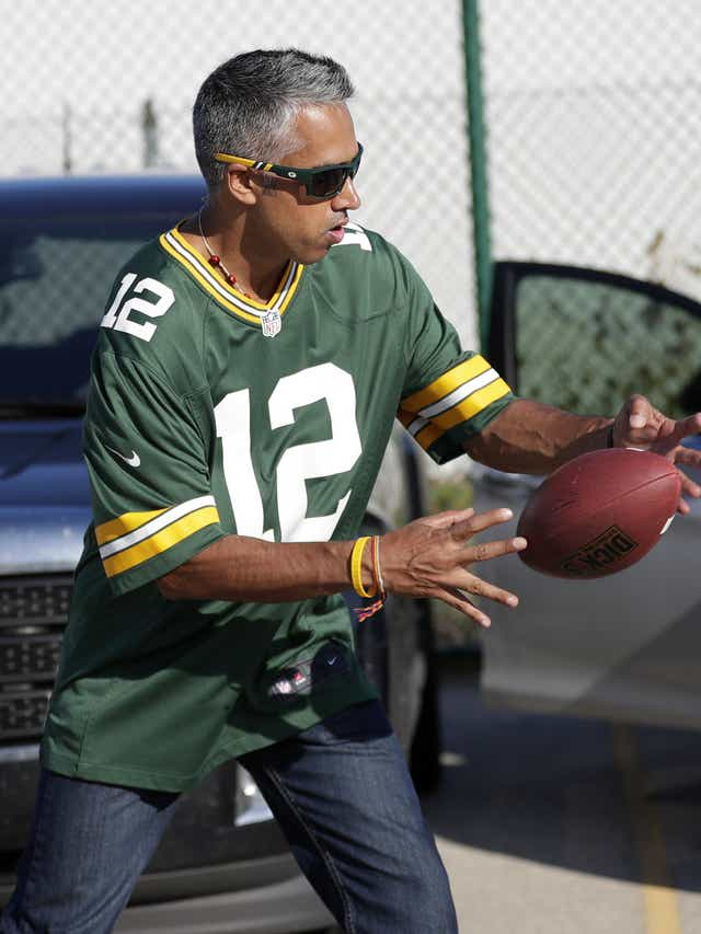 Australian fan moves to Green Bay, plans to attend every Packers and Badgers football game