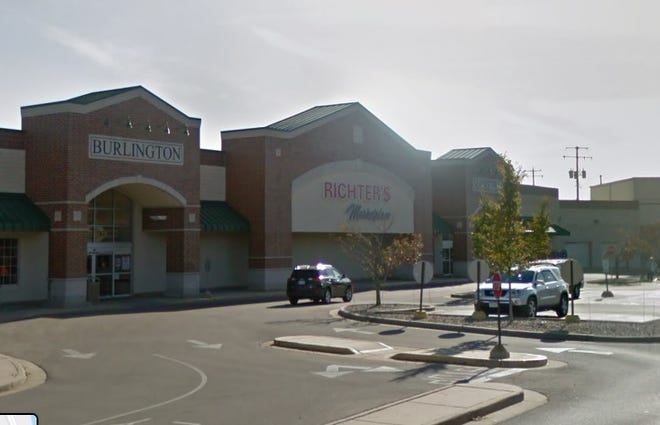 Richter's Marketplace, a supermarket in Burlington, will close, eliminating about 70 jobs.