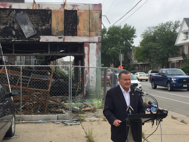 A fire-damaged building in the 2500 block of West Lincoln Avenue is hurting the neighborhood, and should be razed, Ald. Bob Donovan told reporters Tuesday.