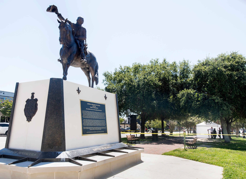 Police investigate dead body found in downtown Pensacola park