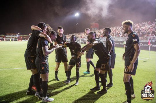 Jugadores del Phoenix Rising FC celebran en la victoria 4-2 sobre Reno 1868 el 16 de Agosto, 2019.