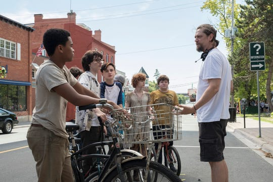 """Director Andy Muschietti (right) works with young stars Chosen Jacobs, Finn Wolfhard, Jaeden Martell, Sophia Lillis and Jeremy Ray Taylor on the set of """"It: Chapter Two."""""""