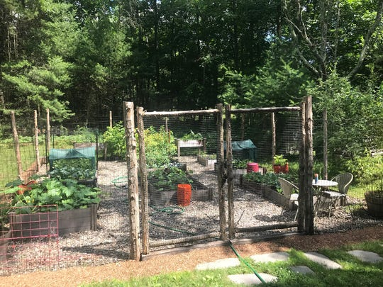 An outdoor garden. (Design Recipes/TNS)