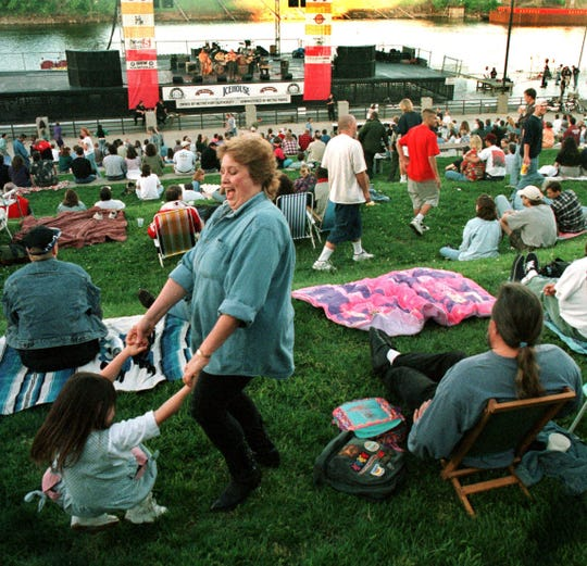 A mother and daughter enjoy the music during the Dancin' in the District series at Riverfront Park in downtown Nashville July 29, 1997.