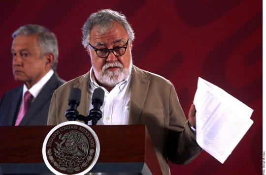 El subsecretario de Derechos Humanos de Segob, Alejandro Encinas (foto), dijo que por instrucciones de AMLO indagarán a funcionarios de la FGR y jueces del Poder Judicial por posibles irregularidades en caso Ayotzinapa.