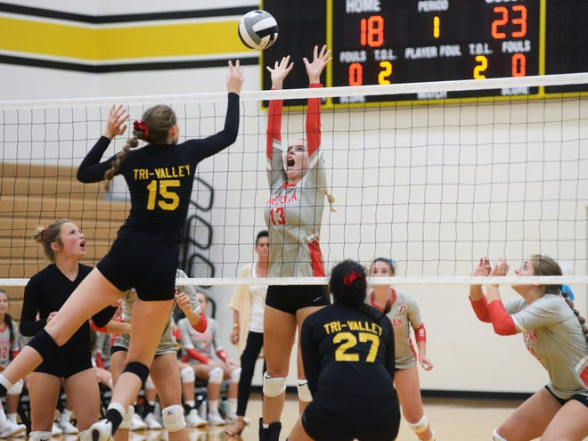 Sheridan's Erin Schultz goes up for a block against Tri-Valley's Abby Stanford during the Generals' 25-18, 25-23, 25-20 win on Tuesday night in Dresden.