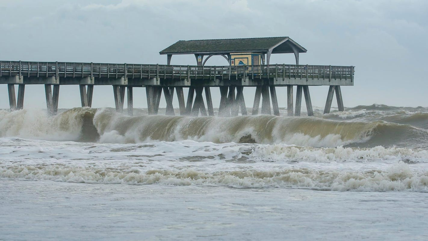 15-year-old girl killed by lightning strike while swimming near Georgia beach