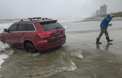 Hurricane Dorian: Someone drove a Jeep into the ocean before