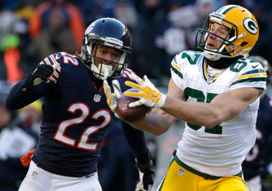 Green Bay Packers wide receiver Jordy Nelson (87) reels in  60-yrd pass while being covered by Chicago Bears cornerback Cre'von LeBlanc (22) during the fourth quarter of their game Sunday, December 18, 2016 at Soldier Field in Chicago, Ill. The Green Bay Packers beat the Chicago Bears 30-27. The reception set up a 32-yard field goal by kicker Mason Crosby to win the game.