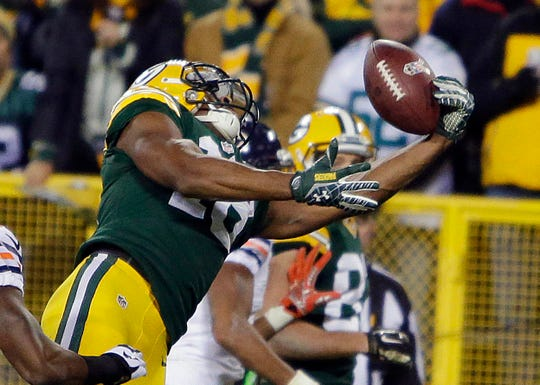 Green Bay Packers wide receiver Randall Cobb  reaches to haul in a touchdown catch at the end of the second quarter during the Green Bay Packers-Chicago Bears NFL football game at Lambeau Field in Green Bay, Wisconsin, Sunday, November 9, 2014.
