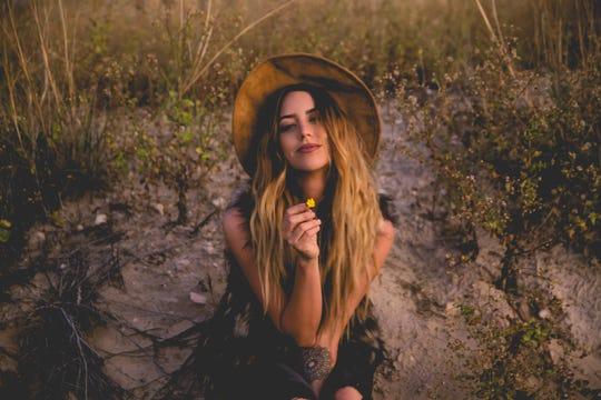 Kylie Rae Harris Country Singer Age 30 Dies In New Mexico Car Crash
