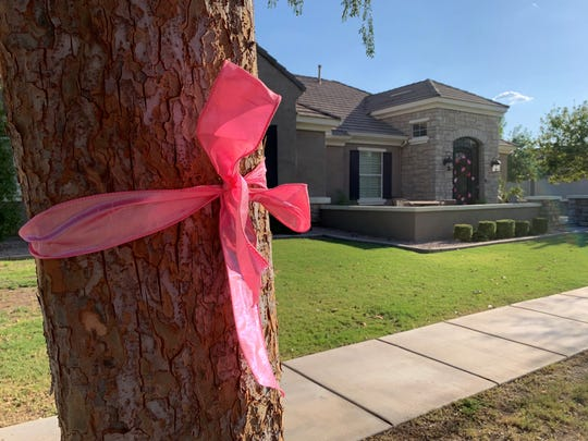 The community displayed pink ribbons throughout a Gilbert neighborhood to show support for the family of a 3-year-old who died Sept. 3, 2019, after being left in hot car.