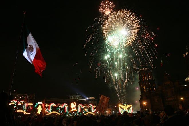 Zocalo de la Ciudad de México conmemora el aniversario de la Independencia de México.