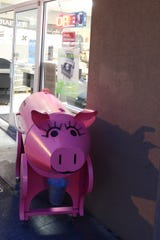 The pink pig-shaped traeger grill in front of Chuck's BBQ Store along River Road in Keizer.