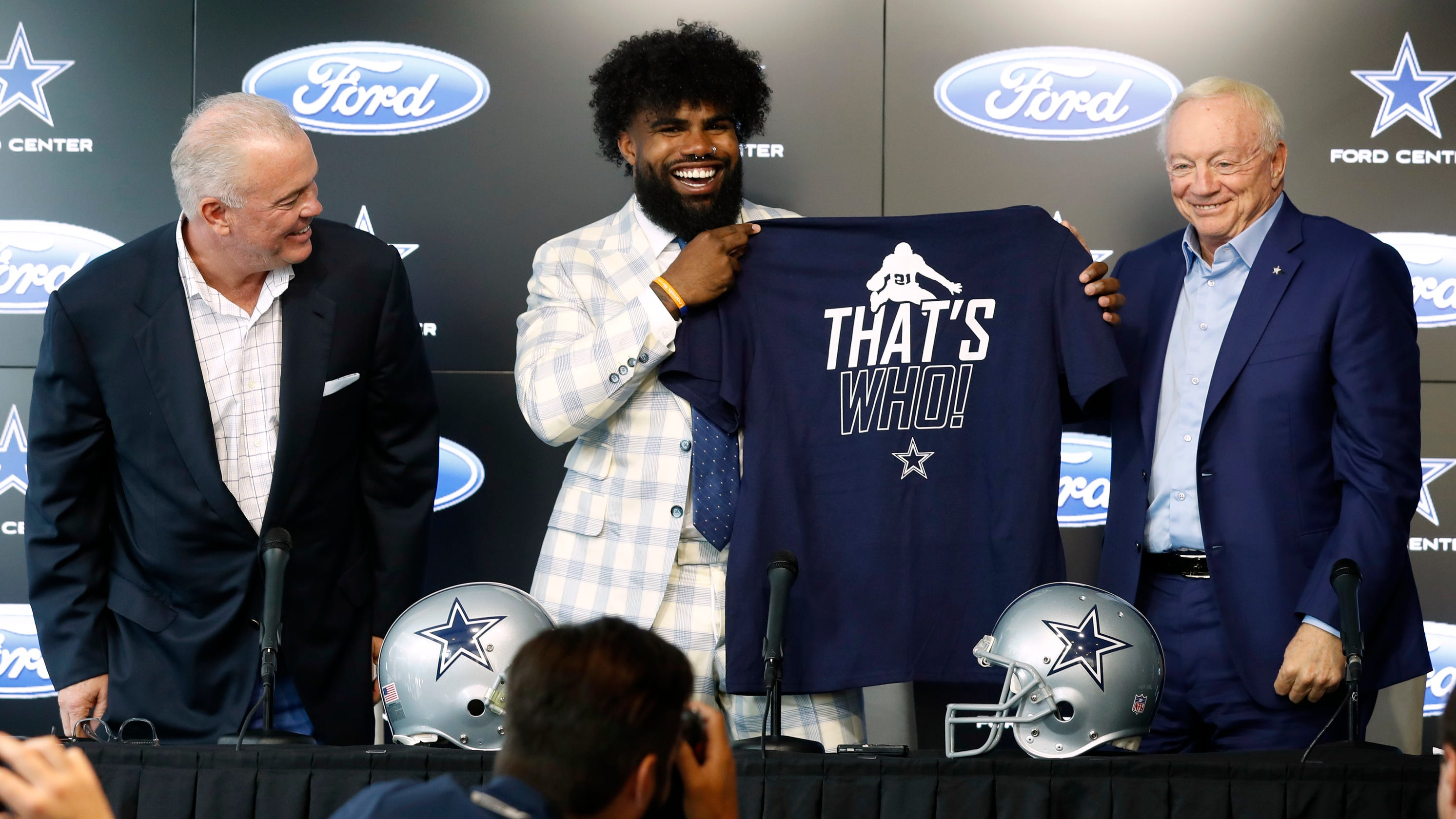 separation shoes 03f73 d44e9 Dallas Cowboys: Ezekiel Elliott, Jerry Jones end beef with ...