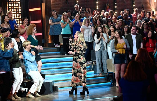Kelly Clarkson opens a recent taping of 'The Kelly Clarkson Show' by performing Heart's 'Alone.'