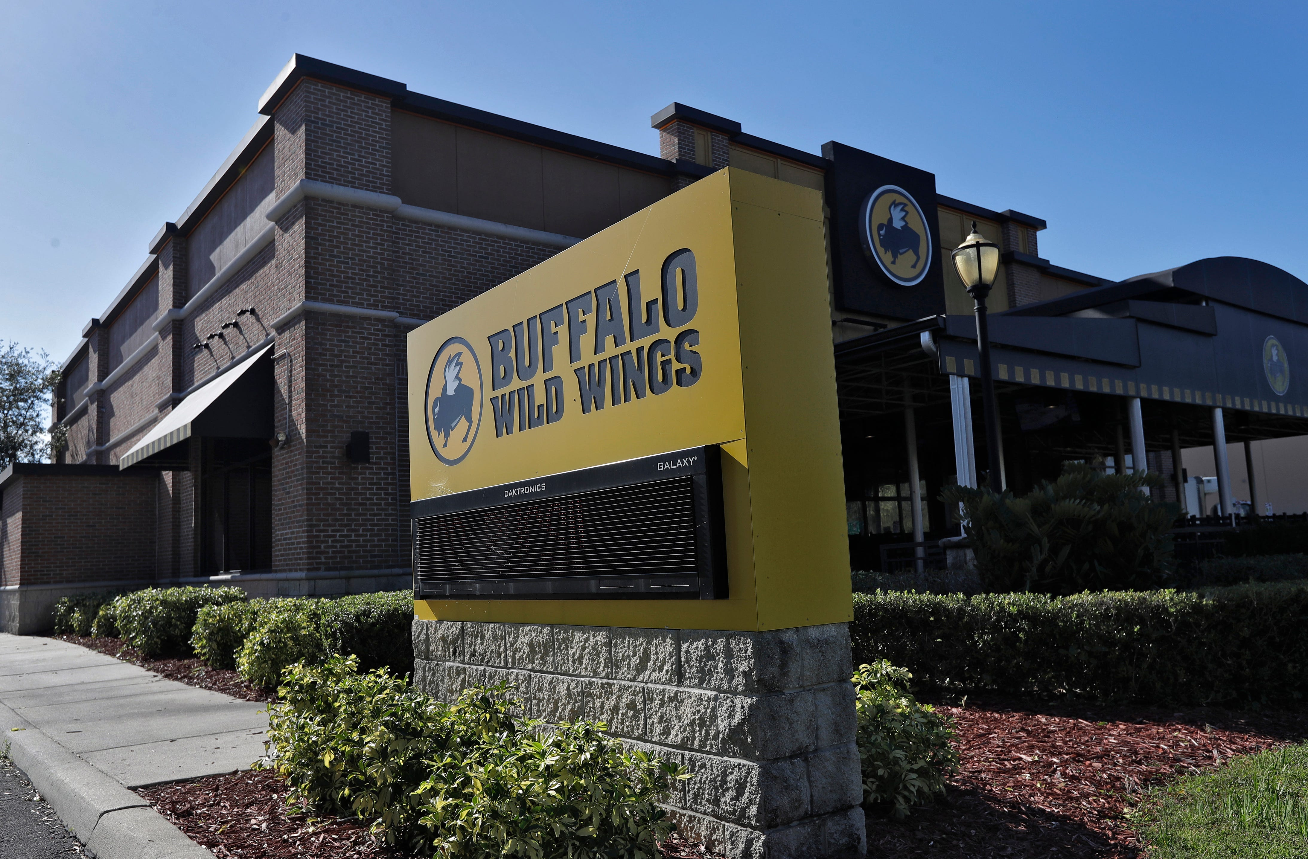 Buffalo Wild Wings, MGM partner for sports gambling, NFL ...