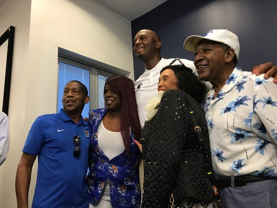 Memphis basketball coach Penny Hardaway poses for a photo with members of the Memphis Rebounders during a banquet on Sept. 5, 2019.
