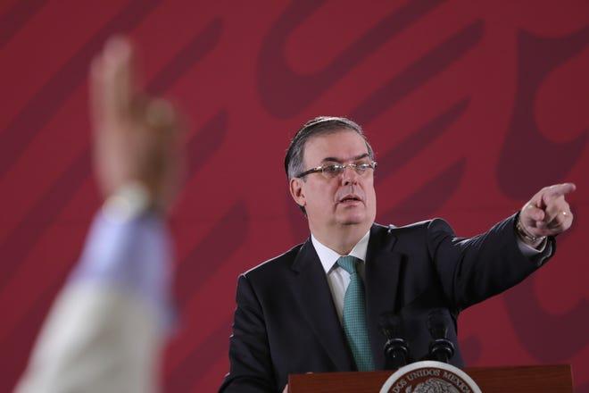 El secretario de Relaciones Exteriores (SRE), Marcelo Ebrard, habla este viernes, durante la conferencia matutina en el Palacio Nacional en Ciudad de México (México).