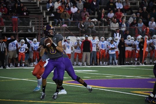 Salinas quarterback Carl Richardson (8) head out on the road this week to take on Clovis.
