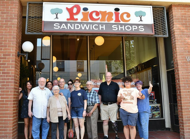 The closure marks the thirdhistoric downtown eatery to shutter within a year, following Las Palmas and Visalia Tea Garden.