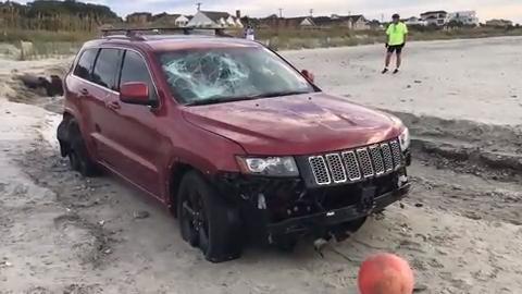 Hurricane Dorian: Jeep stuck on Myrtle Beach gains Internet fame