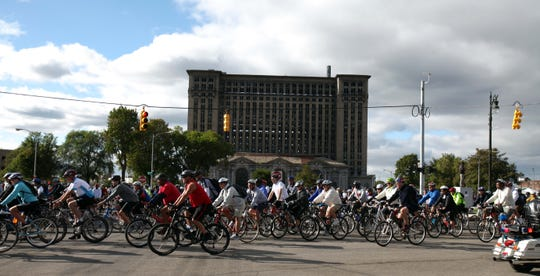 Tour De Troit begins near the Michigan Central Station in Detroit and a follows a 25.6-mile route.