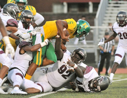 Memphis Central's William Mason (6) carries the ball against Collierville's Jared Dawson (92) during the first half on Sept. 6, 2019.
