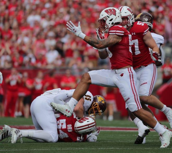 Wisconsin linebacker Zack Baun (56)  sacks Central Michigan quarterback Quinten Dormady.