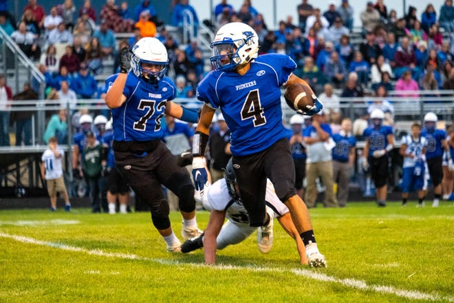 Cros-Lex wide receiver Isaac Lerma (4) runs with the football during the second quarter of their game against Yale Friday, Sept. 6, 2019, at Cros-Lex High School.