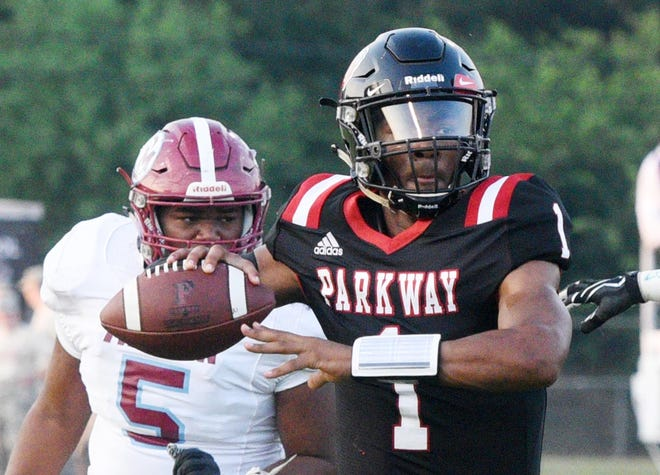 Parkway's Gabriel Larry during the football game against Minden High School September 6, 2019 at Preston-Crownover Stadium.