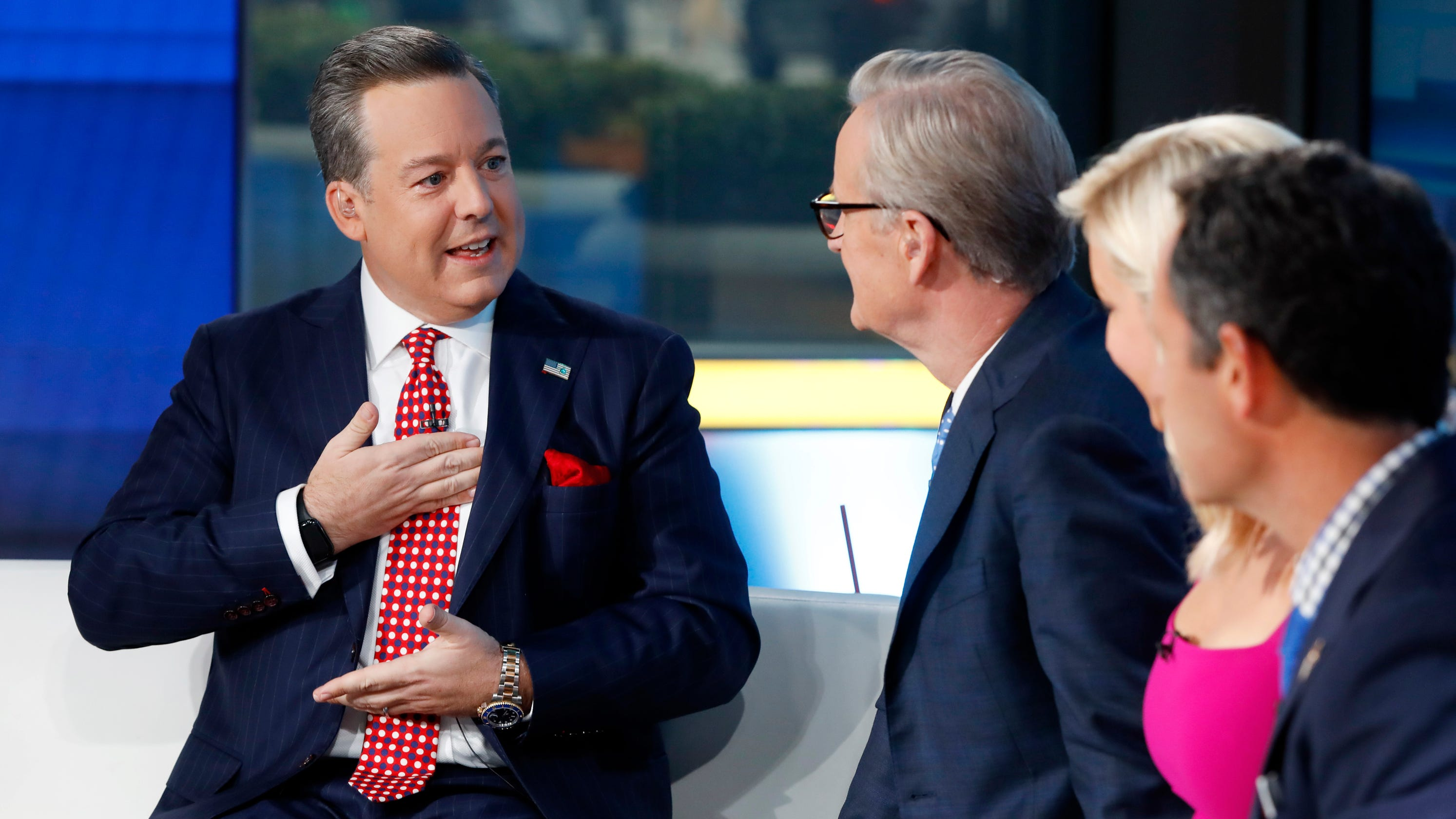 Ed Henry accused of rape in civil suit that also targets Fox News Sean Hannity and Tucker Carlson – USA TODAY