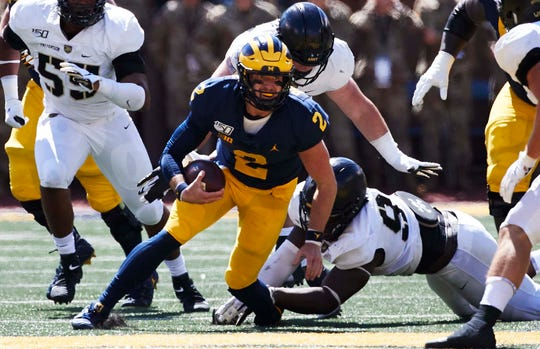 Michigan quarterback Shea Patterson  runs the ball during the first half against Army.