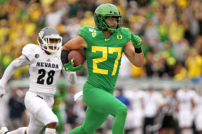 Oregon tight end  Jacob Breeland (27) runs to the end zone for a touchdown against Nevada.