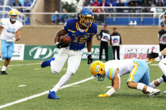 South Dakota State's Cade Johnson (15) sprints past Long Island University's Liam McIntyre during the first quarter of the Jackrabbits' matchup against the Sharks Saturday afternoon in Brookings. Jason Salzman/For the Argus Leader