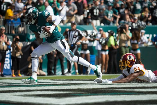 Eagles' DeSean Jackson (10) completes a touchdown reception Sunday against the Redskins at Lincoln Financial Field.