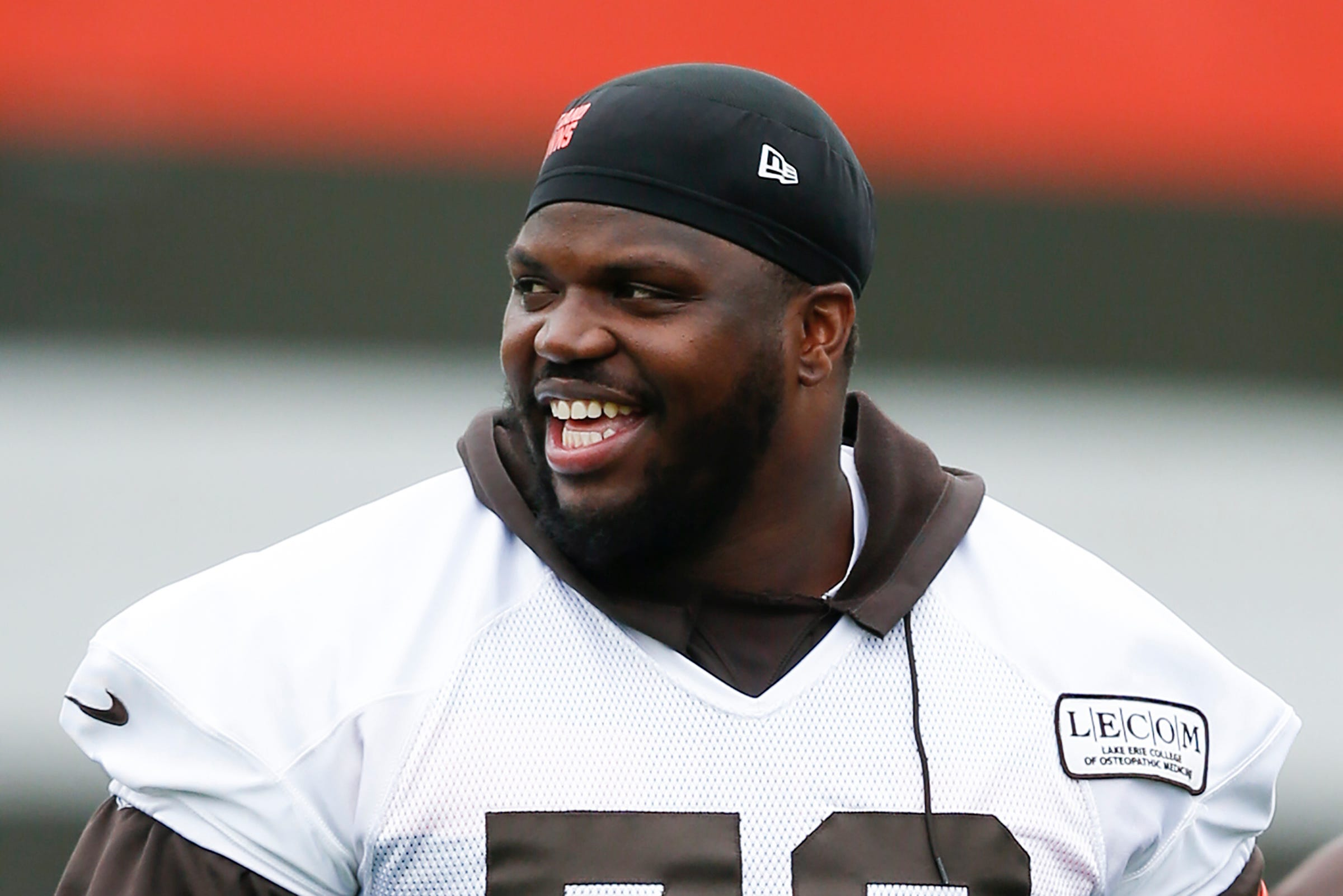 Cleveland Browns OT Greg Robinson ejected for kicking Titans player in head thumbnail