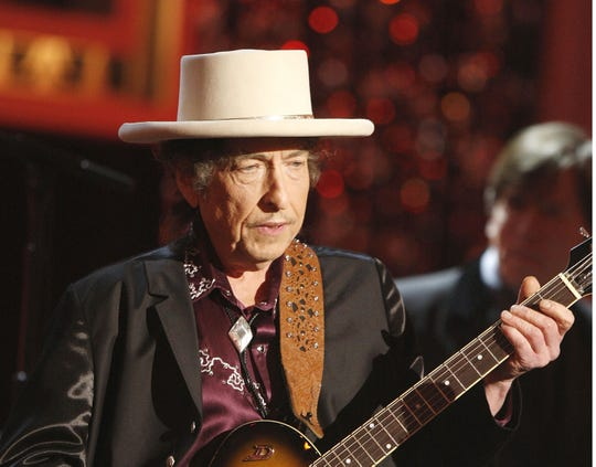 JUNE 11:  Musician Bob Dylan Performs onstage during the 37th AFI Life Achievement Award: A Tribute to Michael Douglas at Sony Pictures on June 11, 2009 in Culver City, California.
