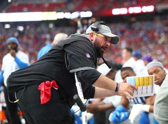 Detroit Lions head coach Matt Patricia talks to players on the bench in the second half against the Arizona Cardinals on Sept. 8, 2019.