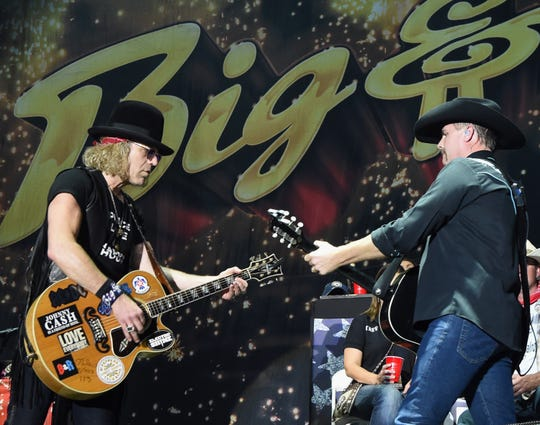 John Rich and Big Kenny of Big & Rich will play a free show outside Lambeau Field on Saturday night for Packers home opener weekend.