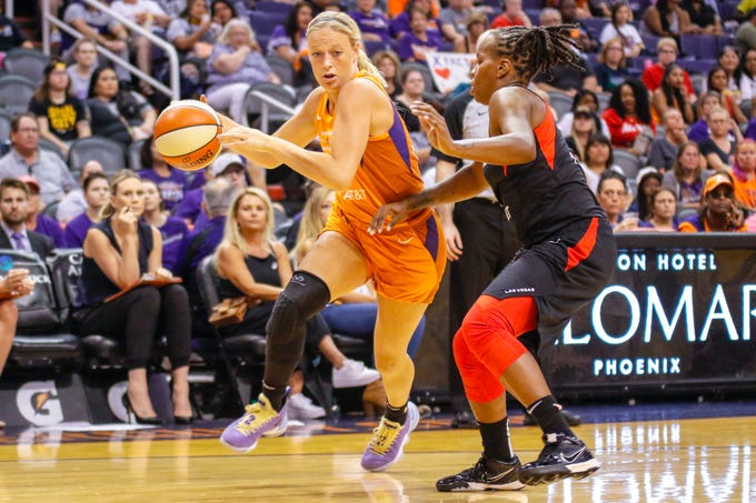 Phoenix Mercury guard Sophie Cunningham dribbles towards the basket against the Las Vegas Aces on Sep. 8, 2019 in Phoenix, Ariz.