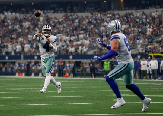 Dallas Cowboys quarterback Dak Prescott (4) throws a touchdown pass to tight end Jason Witten, right, in the first half of a NFL football game against the New York Giants in Arlington, Texas, Sunday, Sept. 8, 2019. (AP Photo/Ron Jenkins)