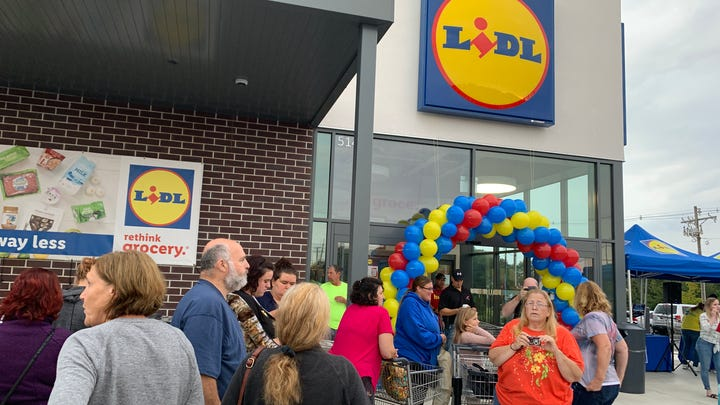 Lidl, Aldi hold grand openings on same day in Lacey: 'It's the grocery store wars'