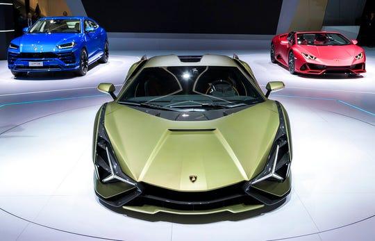 From left, a Lamborghini Urus, a Lamborghini Sian FKP 37 and a Lamborghini Huracan EVO Spyder are displayed.