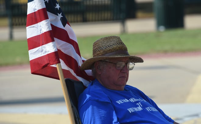 Jerry Bibb of Mountain Home has returned to the Mountain Home Plaza 2000 to protest his status as a veteran. Bibb is considered a Vietnam Era Veteran instead of a Vietnam Veteran.