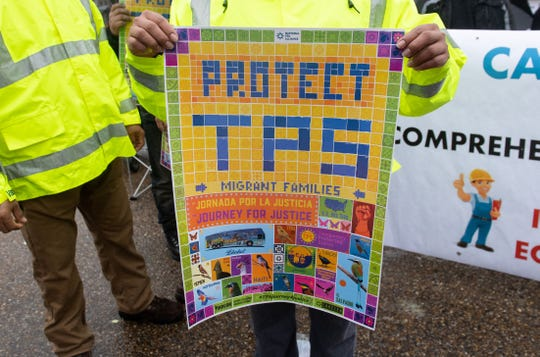 Beneficiarios del TPS protestan a favor de una solución permanente.