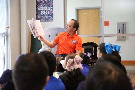 Canutillo ISD Superintendent Pedro Galaviz reads to students.