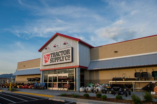Tractor Supply storefront.