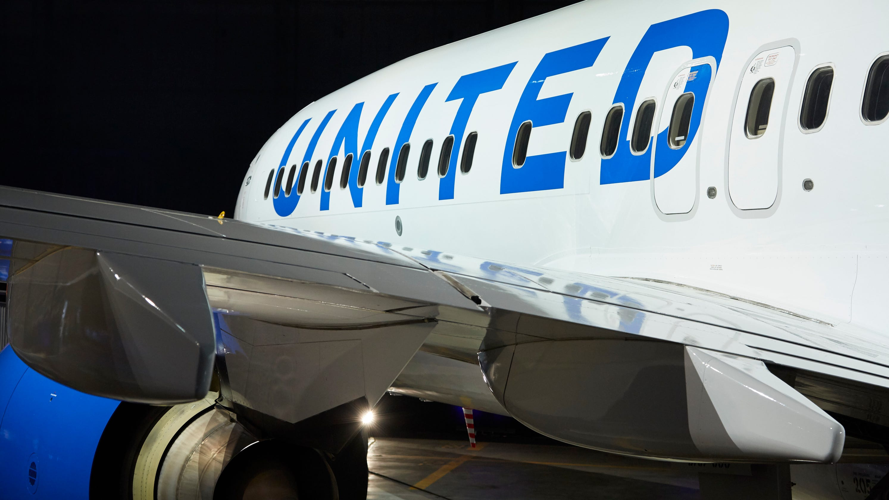United Airlines is giving passengers 18-22 a discount